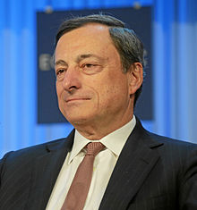 Mario Draghi, președintele Băncii Centrale Europene. În mod tradițional băncile centrale trebuiau să aibă două obiective fundamentale: lupta contra inflației și lupta contra șomajului. Sursa foto: Wikipedia