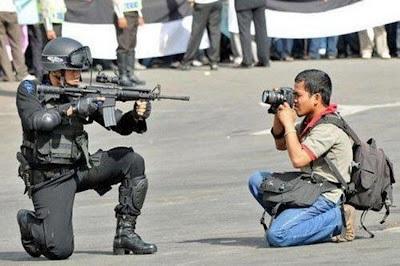 camera-vs-gun