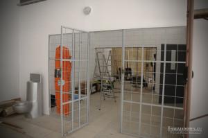 """Artistul Kcho a recreat atmosfera apăsătoare din detenția """"celor Cinci"""""""