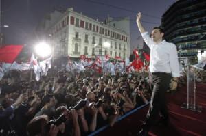 Alexis Tsipras în mijlocul unei adunări de susținere