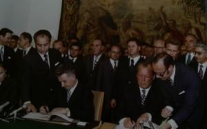 Nicolae Ceaușescu și Willy Brandt la semnarea documentelor vizitei oficiale (Bonn, iunie 1973)